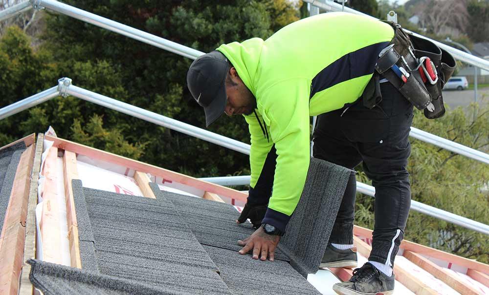 Roofer-at-work2